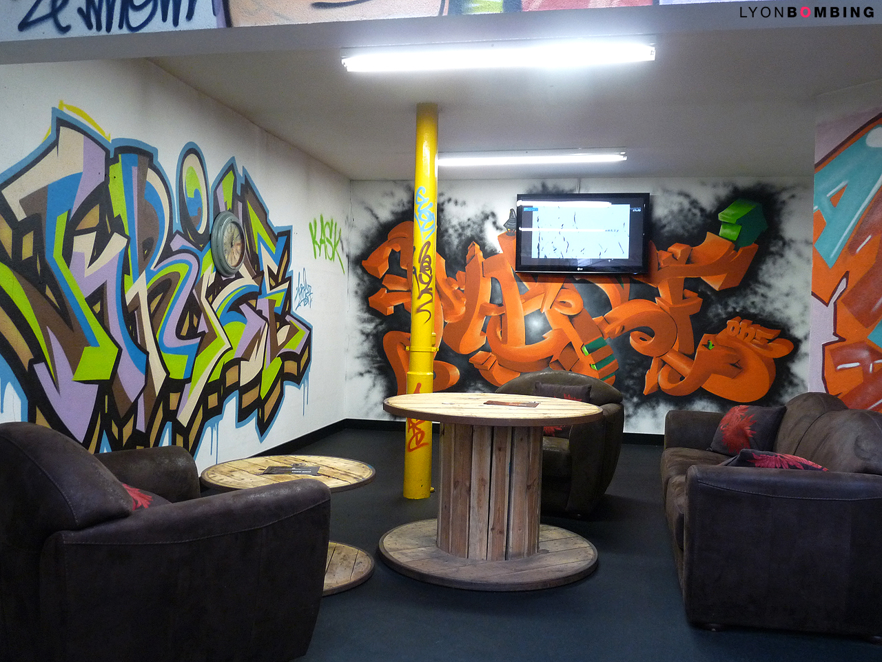d co 100 graffiti gigagym roanne int rieur lyonbombing. Black Bedroom Furniture Sets. Home Design Ideas